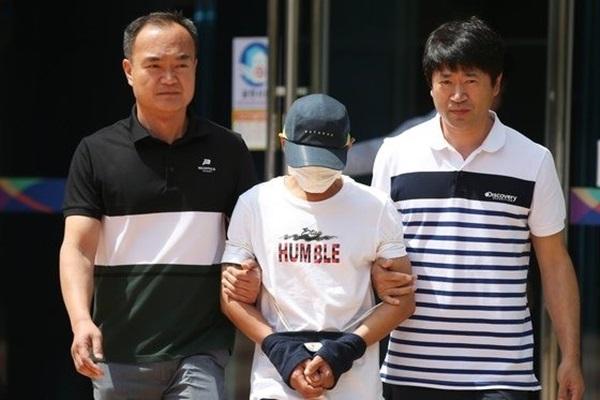 Chồng Hàn đánh vợ người Việt suốt 3 tiếng đồng hồ lộ diện trước tòa án, dân mạng đề nghị bỏ tù lập tức-2