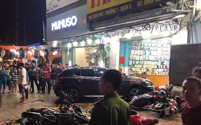 Danh tính người phụ nữ điều khiển xe Mercedes gây tai nạn liên hoàn ở Sài Gòn-1