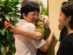 MC Thảo Vân bật khóc khi được bố mẹ Công Lý đến thăm và câu chuyện cảm động phía sau-1