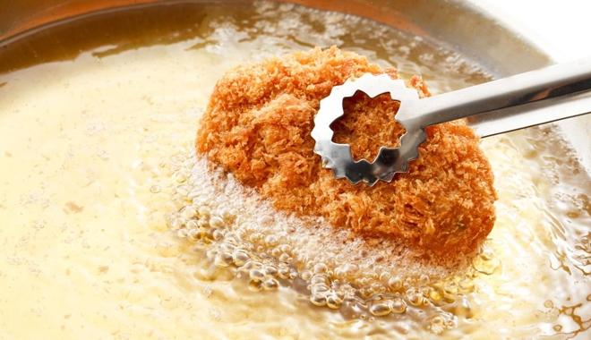Bỏ thứ này vào chảo trước khi chiên rán: Món ăn chín đều vàng ươm, thơm ngon vô cùng hấp dẫn-1