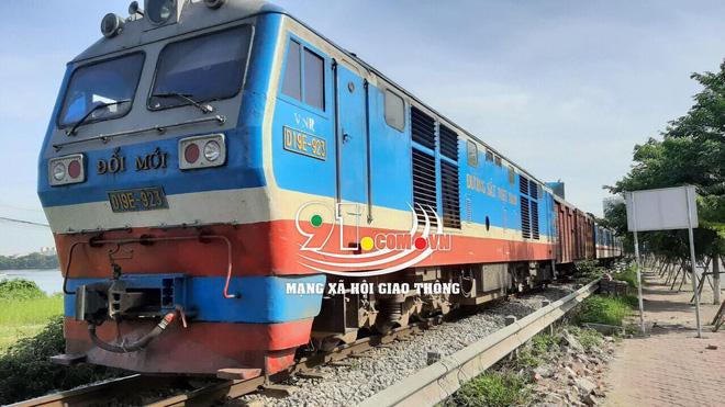 Băng qua đường sắt đi vệ sinh, người đàn ông bị tàu hỏa tông tử vong-2