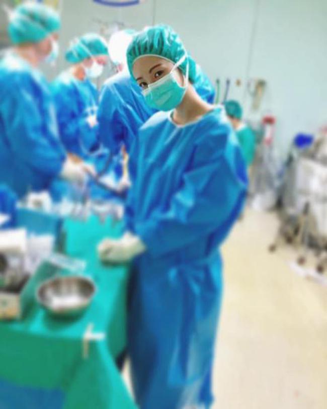 Nữ y tá không cần tiêm thuốc tê cũng khiến bệnh nhân chết mê vì quá xinh đẹp-3