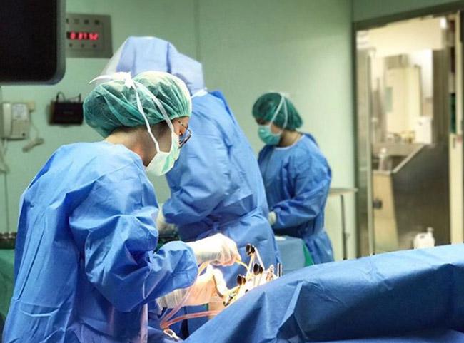 Nữ y tá không cần tiêm thuốc tê cũng khiến bệnh nhân chết mê vì quá xinh đẹp-4