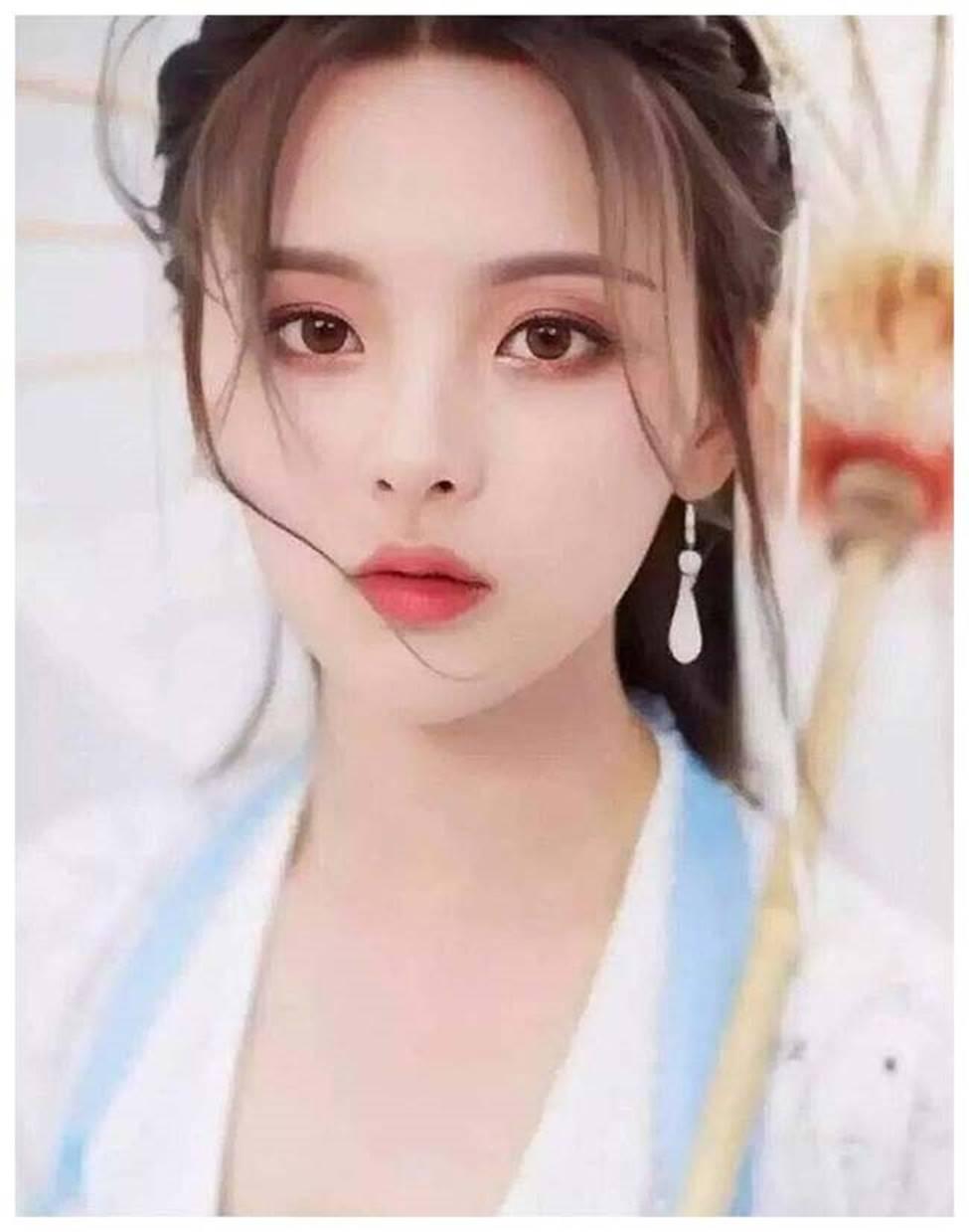 Cô thôn nữ 21 tuổi được phong đẹp nhất Trung Quốc bị ném đá vì nghi mặt nhân tạo-2