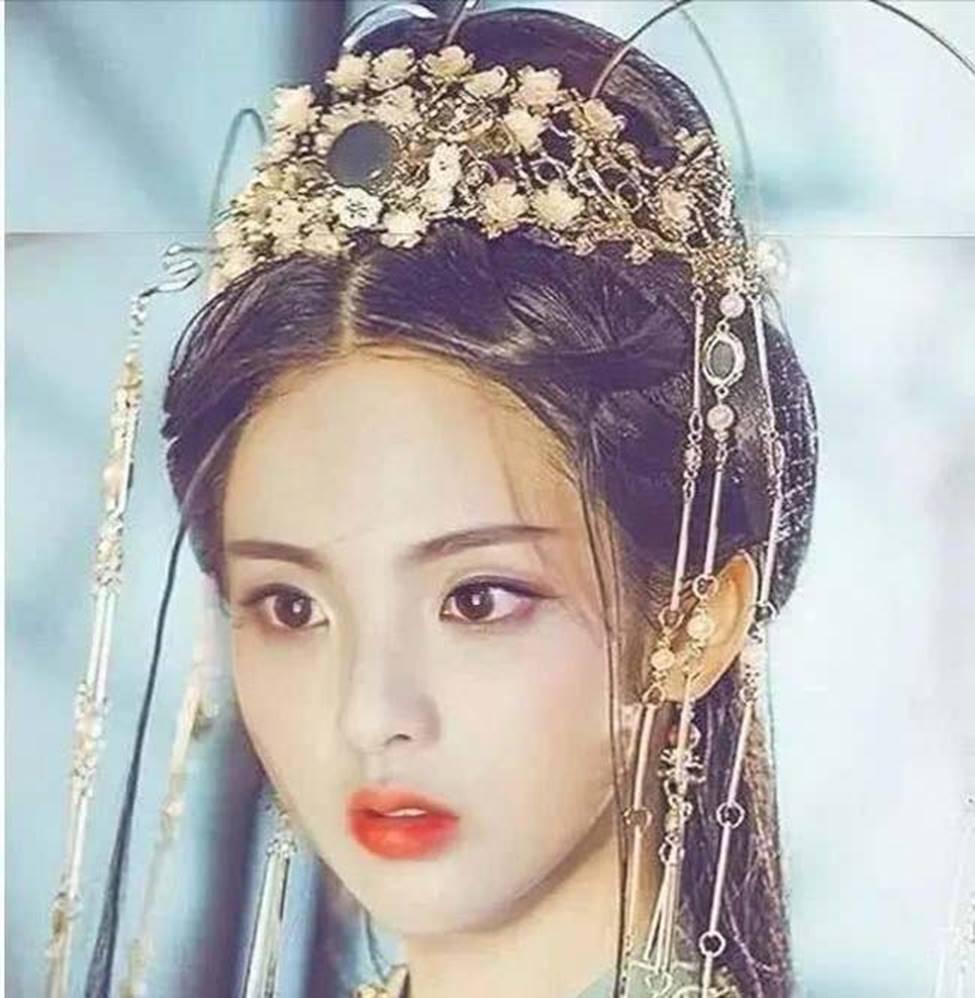Cô thôn nữ 21 tuổi được phong đẹp nhất Trung Quốc bị ném đá vì nghi mặt nhân tạo-16