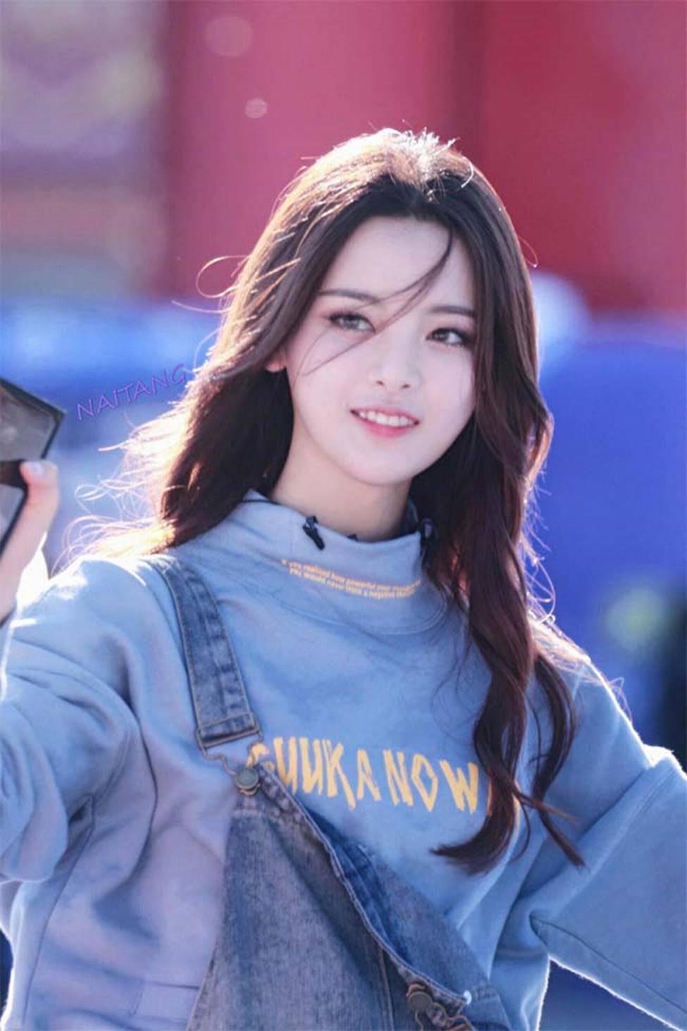 Cô thôn nữ 21 tuổi được phong đẹp nhất Trung Quốc bị ném đá vì nghi mặt nhân tạo-9