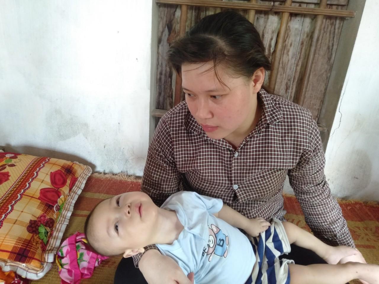 Con trai lớn 5 tuổi mắc bệnh tim, đứa bé 1 tuổi liệt tứ chi, người mẹ nuốt nước mắt cầu xin một cơ hội để cứu con-5