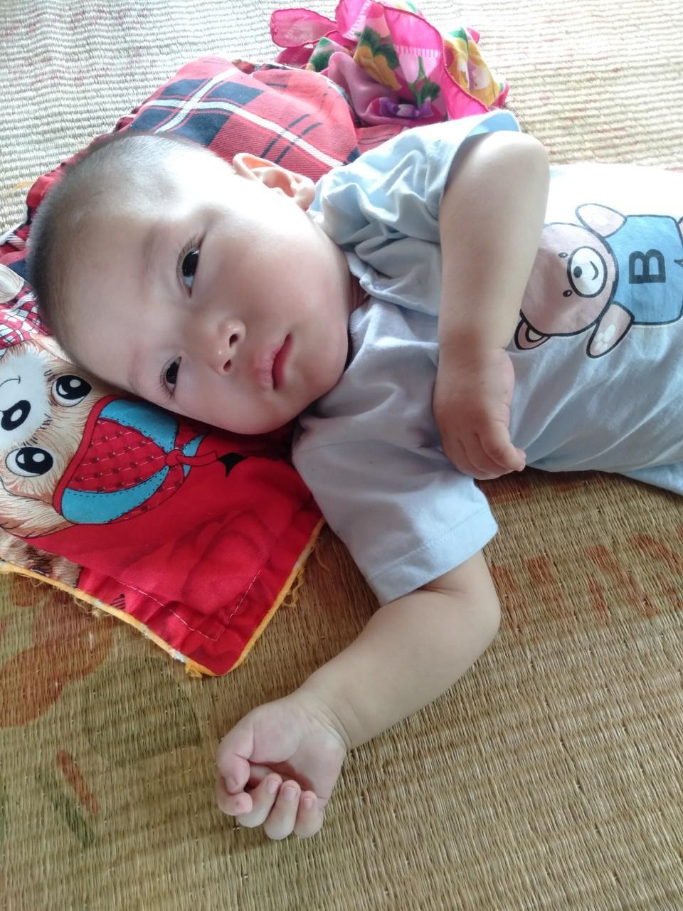 Con trai lớn 5 tuổi mắc bệnh tim, đứa bé 1 tuổi liệt tứ chi, người mẹ nuốt nước mắt cầu xin một cơ hội để cứu con-7