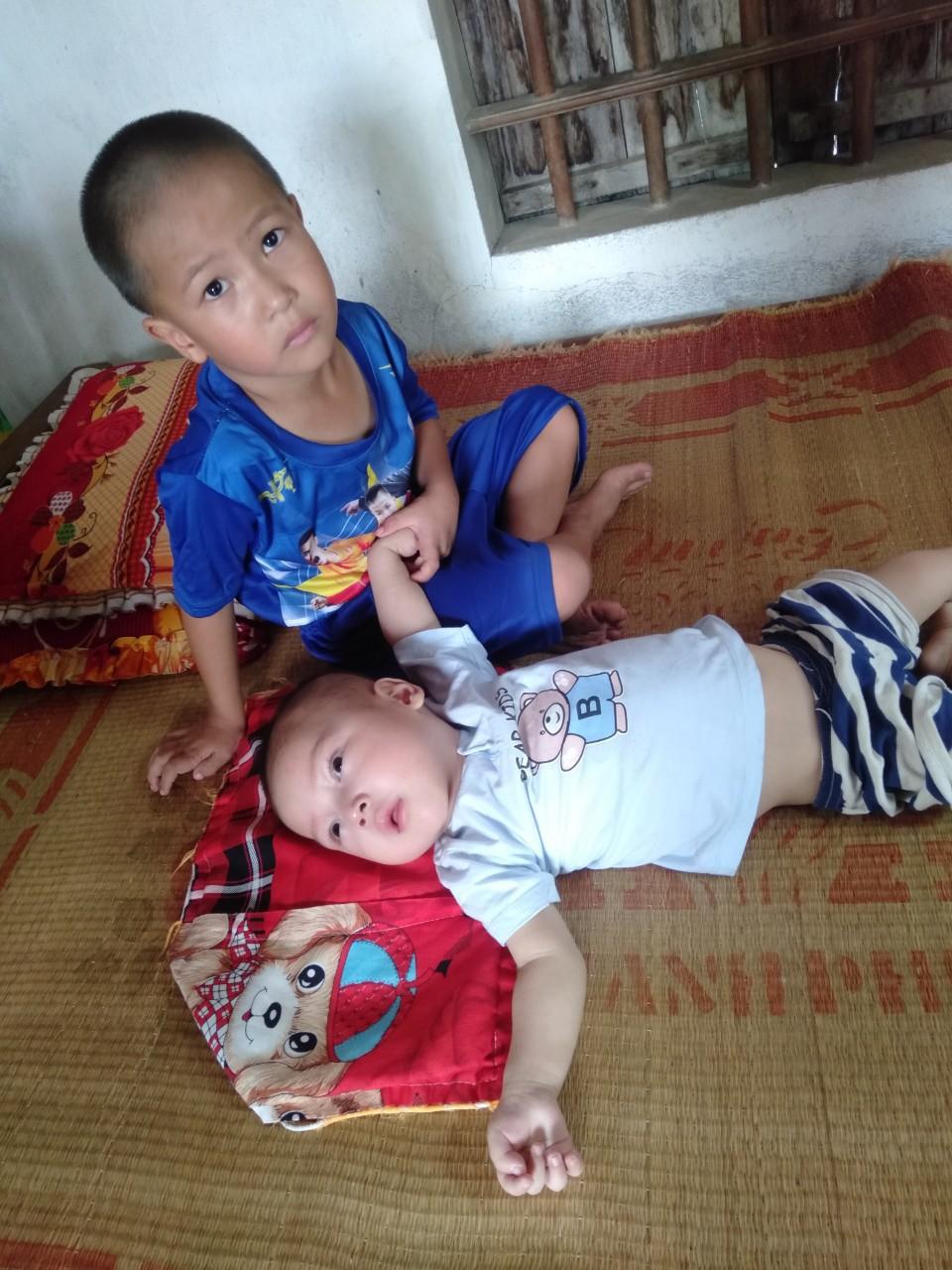 Con trai lớn 5 tuổi mắc bệnh tim, đứa bé 1 tuổi liệt tứ chi, người mẹ nuốt nước mắt cầu xin một cơ hội để cứu con-8