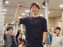 Rò rỉ thêm hình ảnh Song Joong Ki vui vẻ giữa ồn ào ly hôn, thế nhưng thân hình gầy rộc xơ xác mới thật sự đau lòng