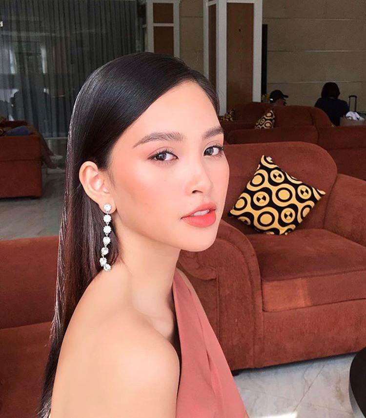 Hoa hậu Tiểu Vy ngày càng gợi cảm, táo bạo ở tuổi 19-5
