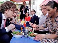 Có gì ở quán bún bò vỉa hè ở Hà Nội từng được công chúa Thụy Điển ghé ăn