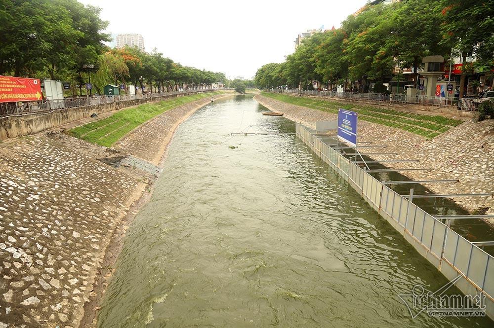 Triệu khối nước cuồn cuộn đổ vào, sông Tô Lịch biến sắc-2