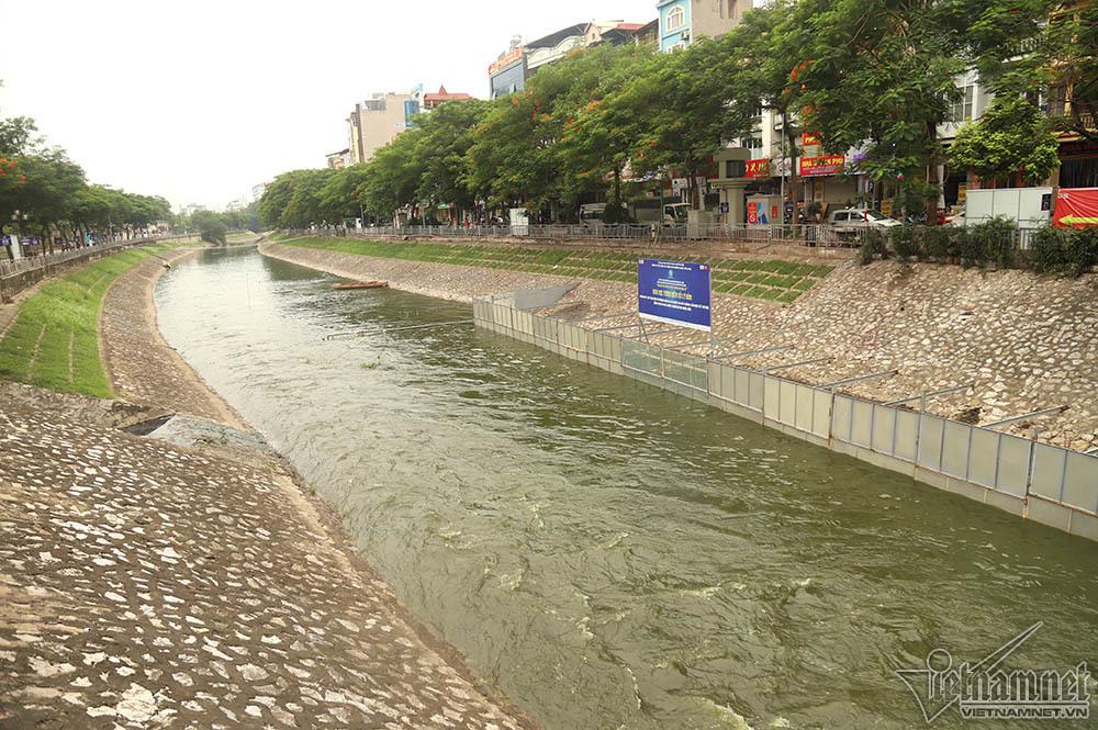 Triệu khối nước cuồn cuộn đổ vào, sông Tô Lịch biến sắc-6
