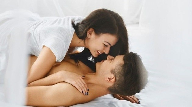 Những chiêu cực kỳ đơn giản khiến cơm nguội trên giường biến thành tiệc yêu 5 sao ngay lập tức-1