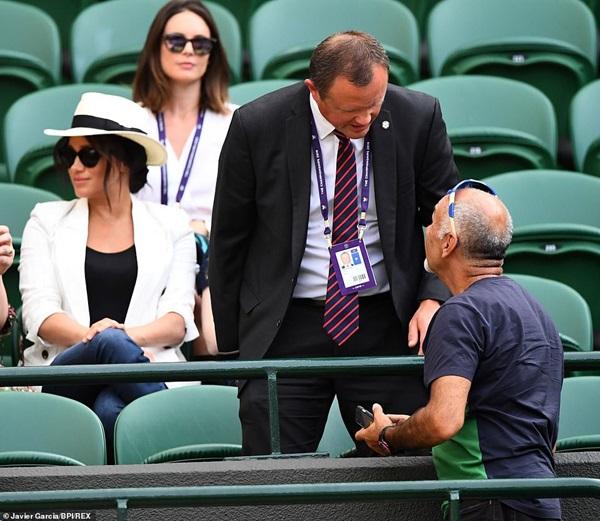 Meghan Markle bị tung bằng chứng chảnh chọe, cấm người hâm mộ chụp hình nhưng phản hồi của Hoàng gia Anh mới khiến dư luận phẫn nộ-3