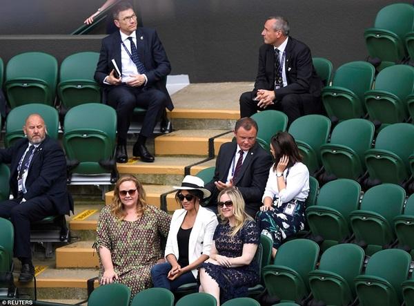 Meghan Markle bị tung bằng chứng chảnh chọe, cấm người hâm mộ chụp hình nhưng phản hồi của Hoàng gia Anh mới khiến dư luận phẫn nộ-5