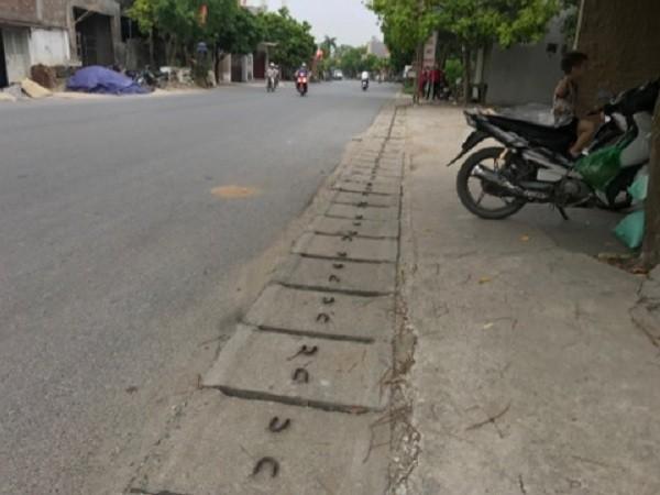 Người dân sợ hãi kể lại giây phút CSGT bị thiếu niên chạy xe máy hất tung: Chiến sĩ ấy nằm bất động giữa đường, máu chảy rất nhiều-5
