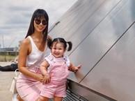 """Sau khi bị chỉ trích là mẹ ác vì luyện ngủ cho con, siêu mẫu Hà Anh tiếp tục khoe con gái bụ bẫm và cách nuôi con """"bụi"""""""