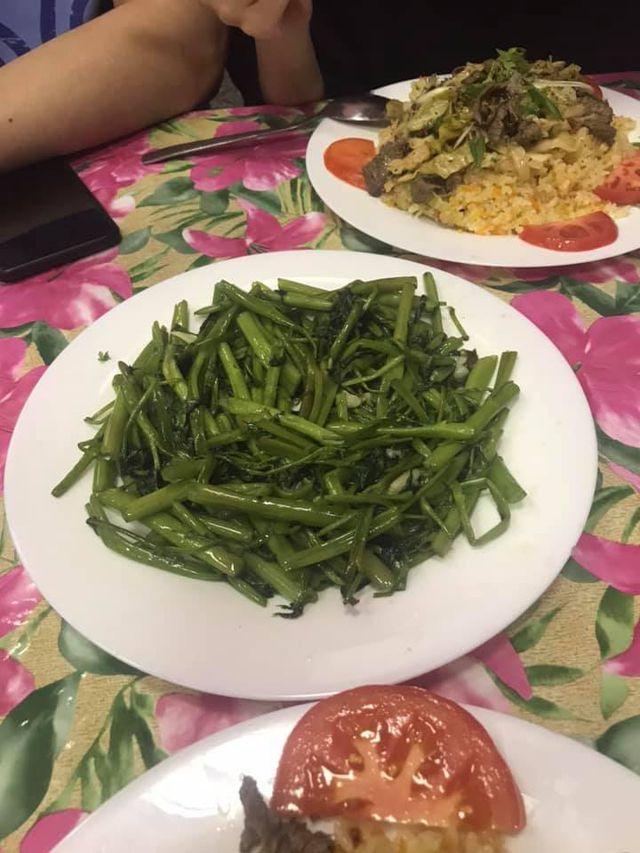 Rau muống ở Việt Nam rẻ bằng cốc trà đá, ra nước ngoài đại gia mới dám mua ăn-4
