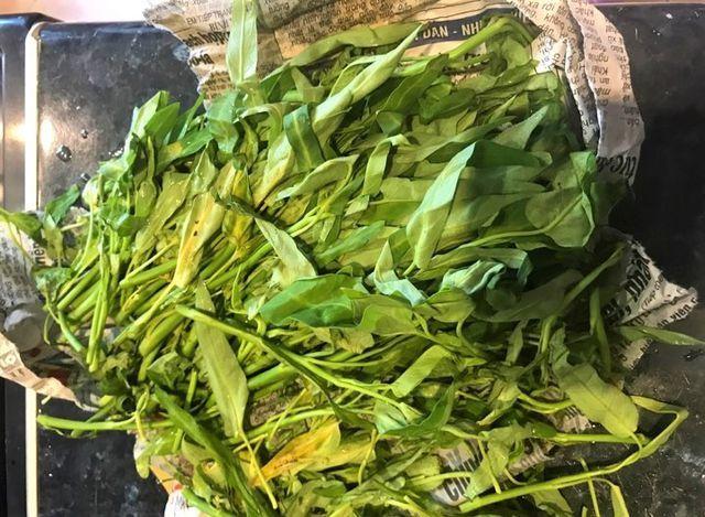 Rau muống ở Việt Nam rẻ bằng cốc trà đá, ra nước ngoài đại gia mới dám mua ăn-5