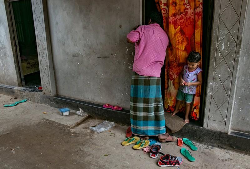 Nơi tận cùng khổ đau trên thế giới: Những bé gái bị chồng, người thân bán cho nhà thổ, bị hãm hiếp liên tục và những sự thật chua chát-1