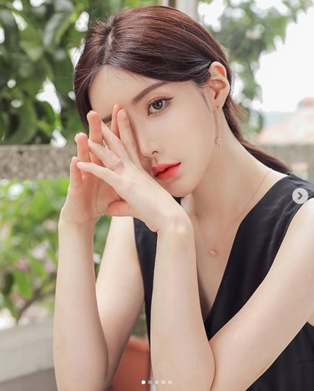 2 mẫu Hàn Quốc đời thường gái ngoan, lên hình khác biệt 180 độ-11