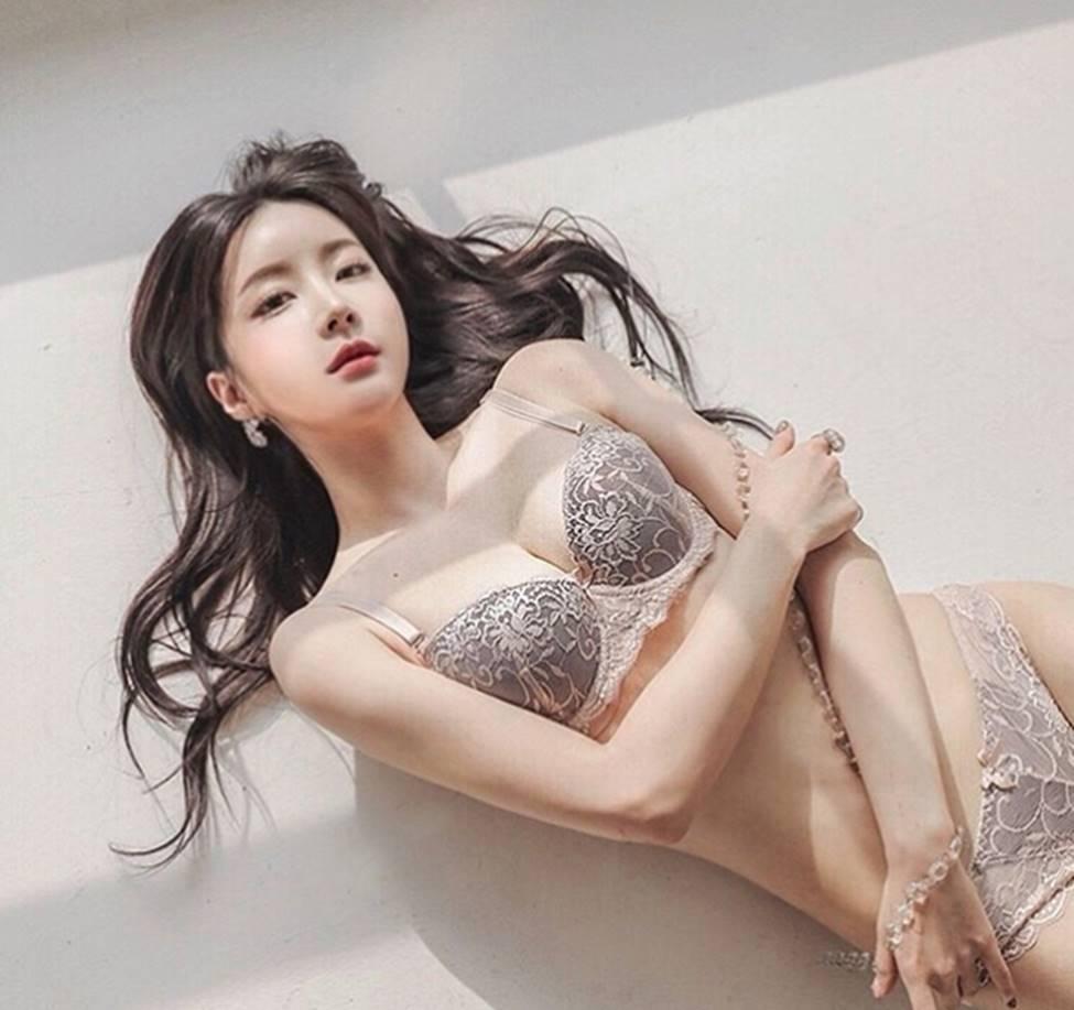 2 mẫu Hàn Quốc đời thường gái ngoan, lên hình khác biệt 180 độ-18