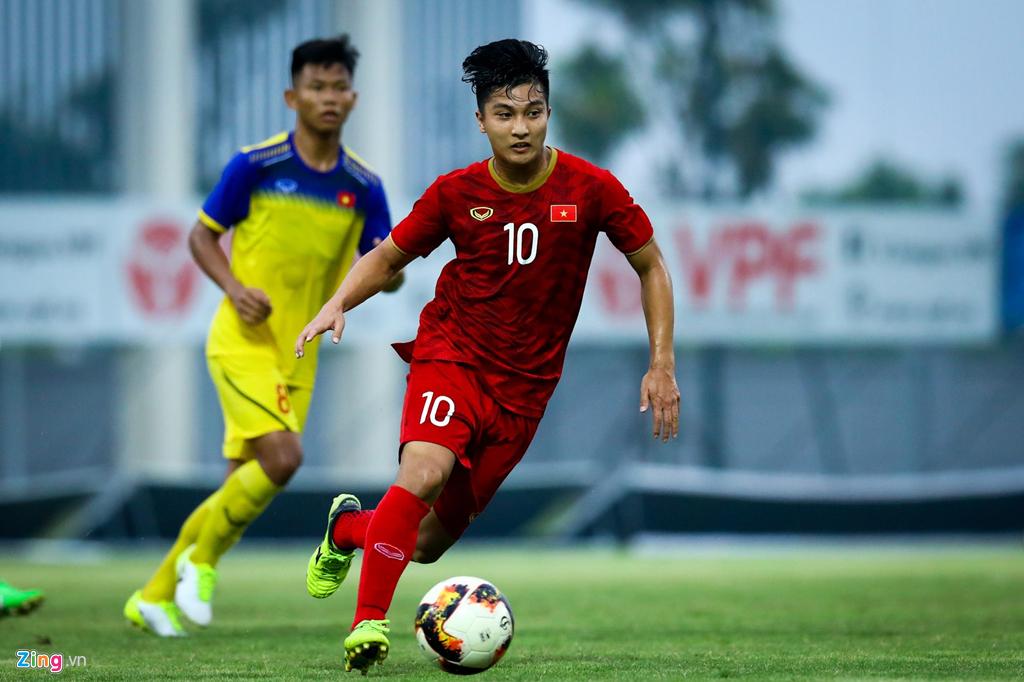 Trợ lý Lee Young-jin chấn chỉnh Martin Lo ngay sau chiến thắng-3