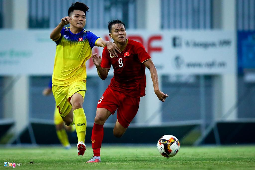 Trợ lý Lee Young-jin chấn chỉnh Martin Lo ngay sau chiến thắng-7