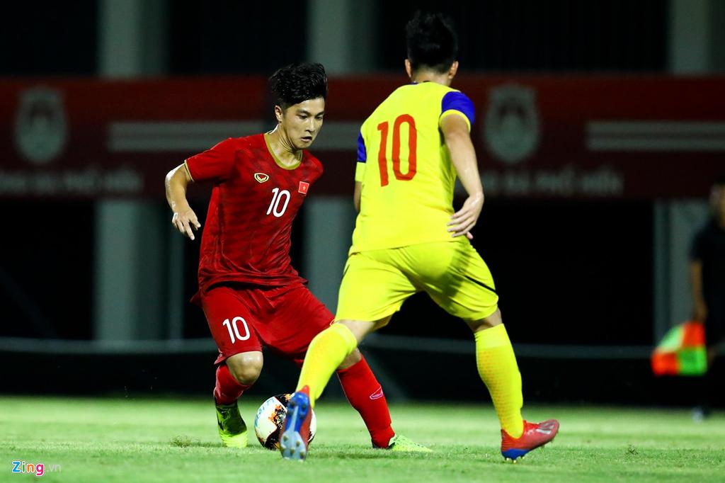 Trợ lý Lee Young-jin chấn chỉnh Martin Lo ngay sau chiến thắng-8