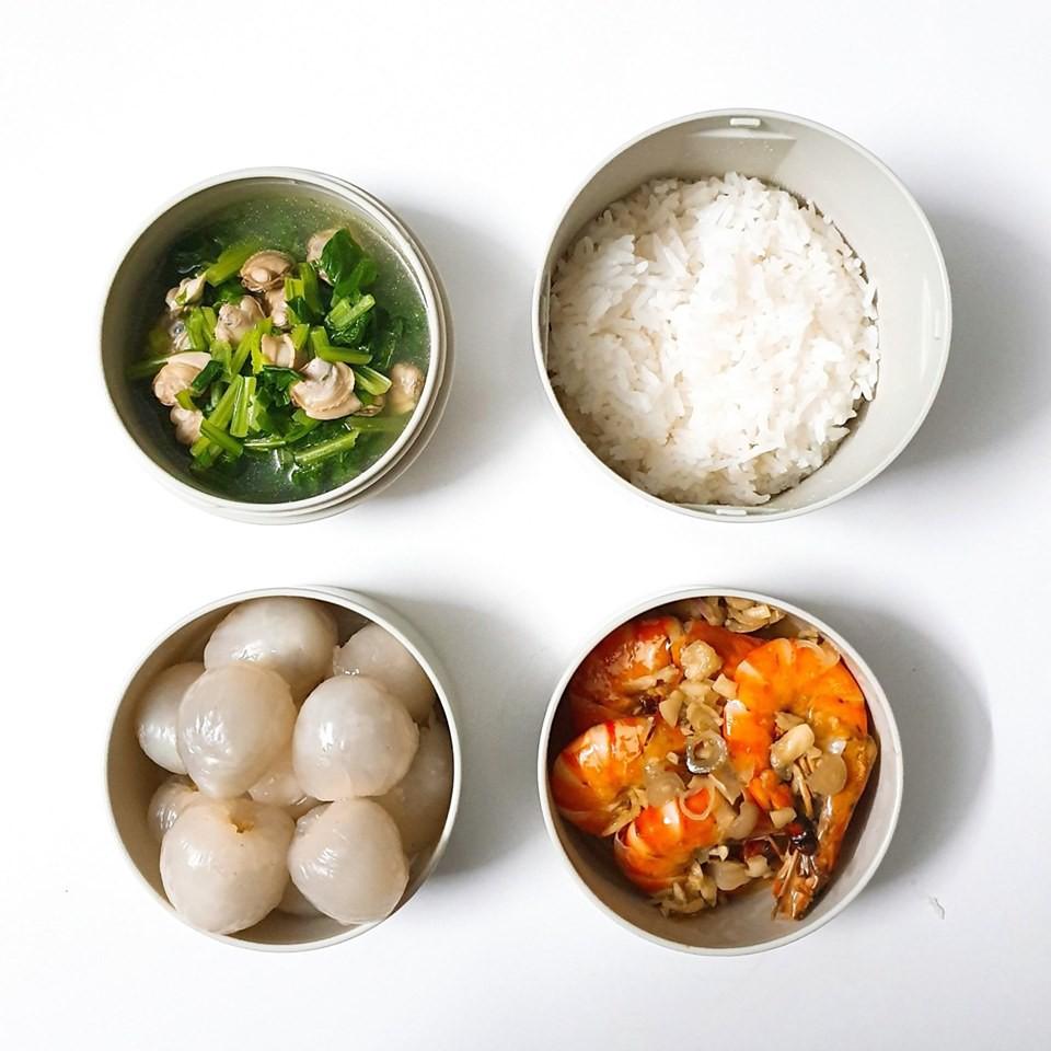 Chỉ với 50k đồng, cô gái trẻ làm ra hàng loạt bữa cơm trưa siêu tinh tế để chồng mang đi làm mỗi ngày-2