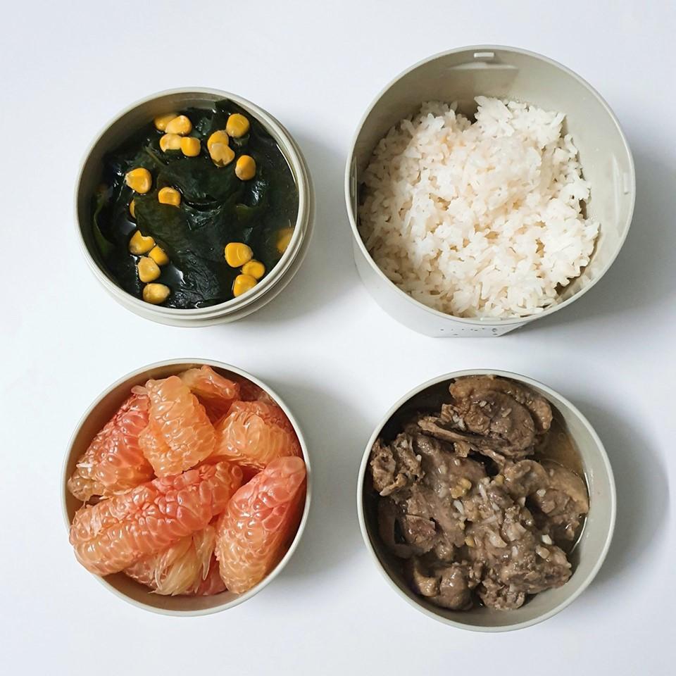 Chỉ với 50k đồng, cô gái trẻ làm ra hàng loạt bữa cơm trưa siêu tinh tế để chồng mang đi làm mỗi ngày-9
