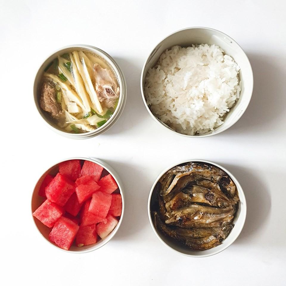 Chỉ với 50k đồng, cô gái trẻ làm ra hàng loạt bữa cơm trưa siêu tinh tế để chồng mang đi làm mỗi ngày-10