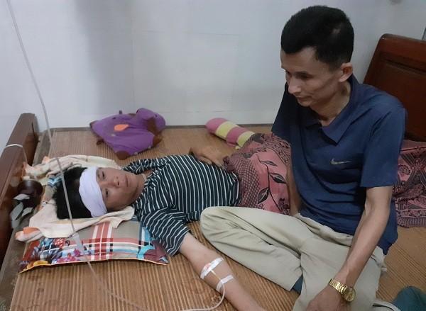 Tai nạn ở Hà Tĩnh, ám ảnh tiếng khóc xé lòng bên những vòng hoa trắng-2