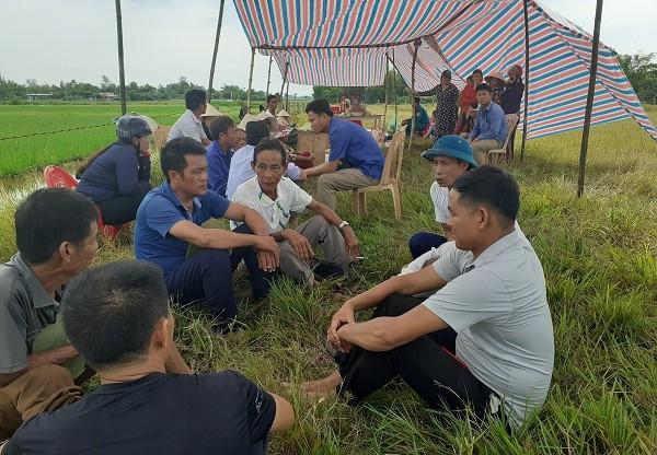 Tai nạn ở Hà Tĩnh, ám ảnh tiếng khóc xé lòng bên những vòng hoa trắng-4