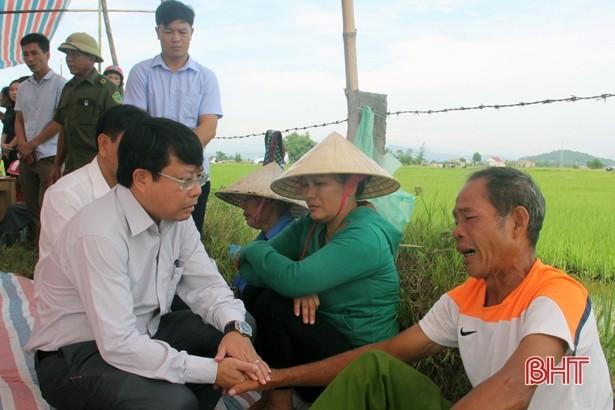 Tai nạn ở Hà Tĩnh, ám ảnh tiếng khóc xé lòng bên những vòng hoa trắng-5