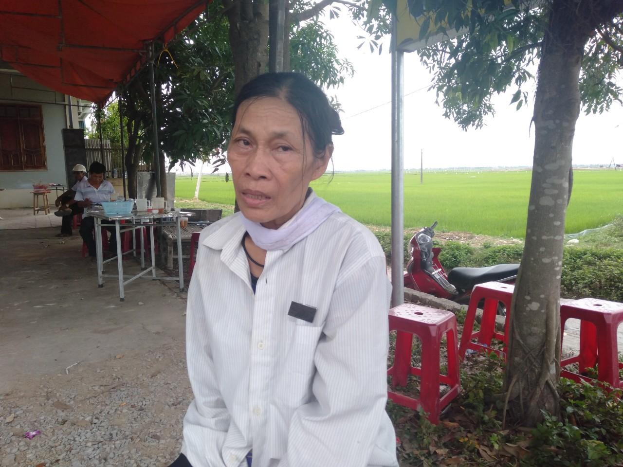 Đám tang đẫm nước mắt của nữ nhân viên bán xăng bị sát hại: Hai đứa con trai ngơ ngác tìm mẹ-4