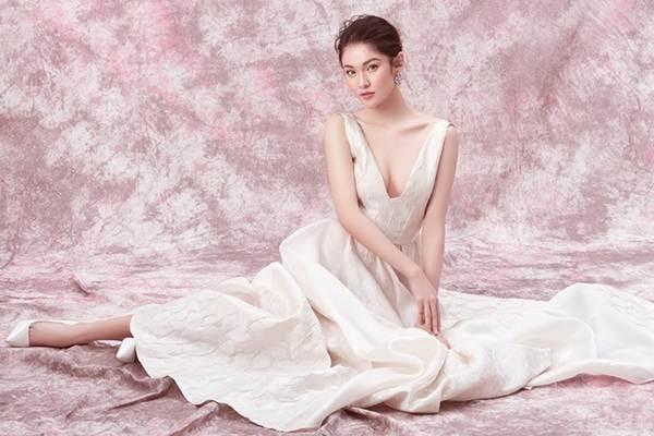 Nhan sắc ngày càng ngọt ngào, gợi cảm của Á hậu Thuỳ Dung ở tuổi 23-4