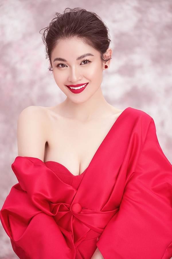 Nhan sắc ngày càng ngọt ngào, gợi cảm của Á hậu Thuỳ Dung ở tuổi 23-9