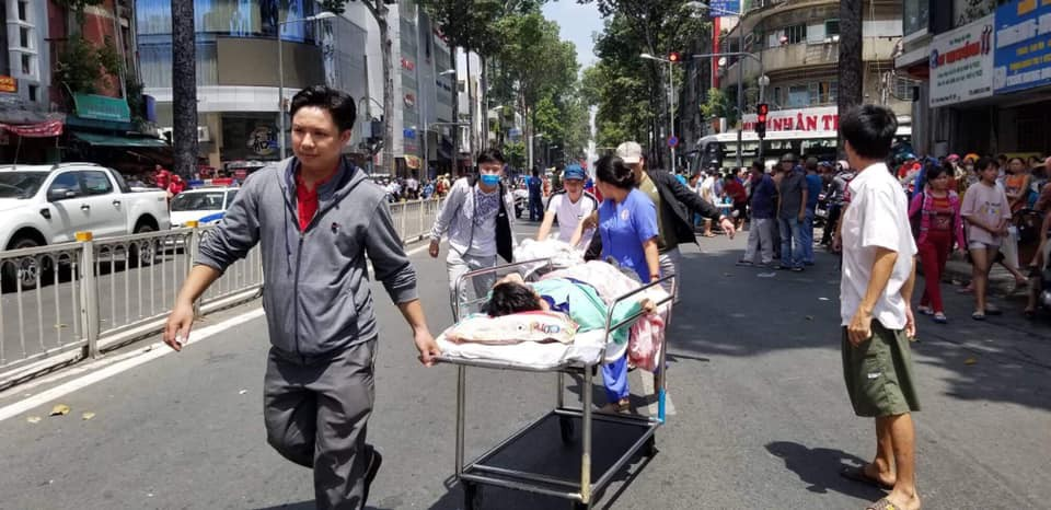 NÓNG: Cháy lớn ở chung cư sát bệnh viện Chấn thương Chỉnh hình, nhiều người mắc kẹt bên trong-6