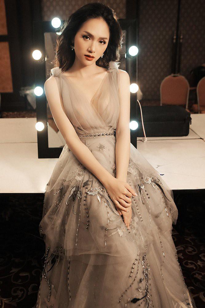 Được tung hô là Hoa hậu Quốc dân nhưng Phạm Hương vẫn không làm được điều này như Hương Giang-2