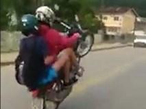 Bốc đầu xe thể hiện, hai thanh niên nhận kết đắng
