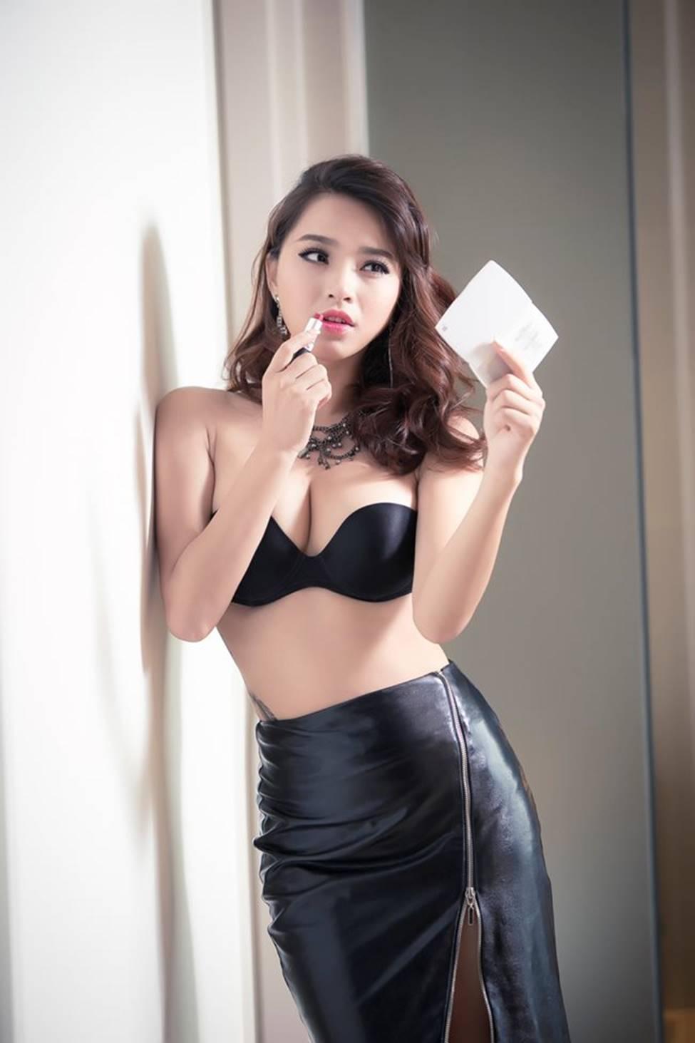 Đến mòn con mắt với nét hấp dẫn của 2 mỹ nhân mê đẻ showbiz Việt-1