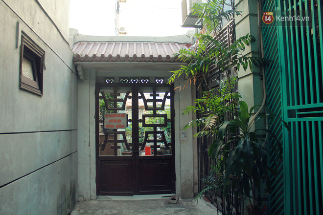 Người đàn ông 14 năm thắp hương trong khu nhà đói giữa Hà Nội: Tôi trông coi đồng bào, không ai cấm được-2