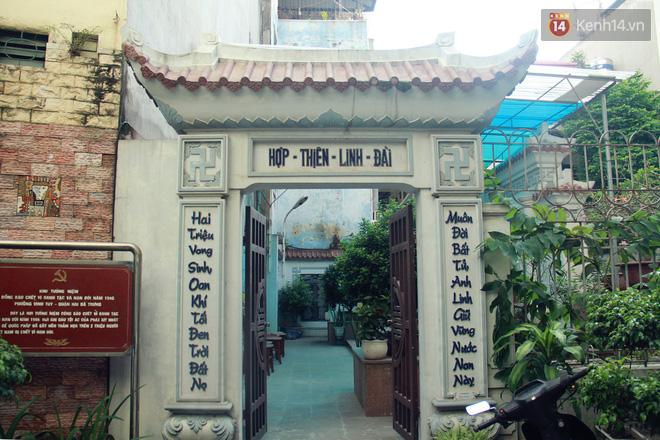 Người đàn ông 14 năm thắp hương trong khu nhà đói giữa Hà Nội: Tôi trông coi đồng bào, không ai cấm được-3