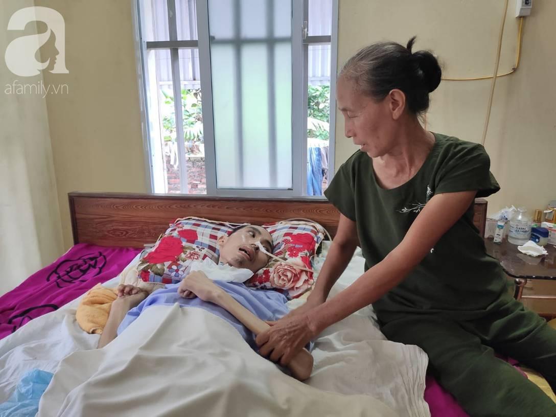 Con trai sắp lấy vợ bị tai nạn nằm một chỗ, người mẹ già ngã quỵ khi tiếp tục biết chồng ung thư mà không đủ tiền chữa-1