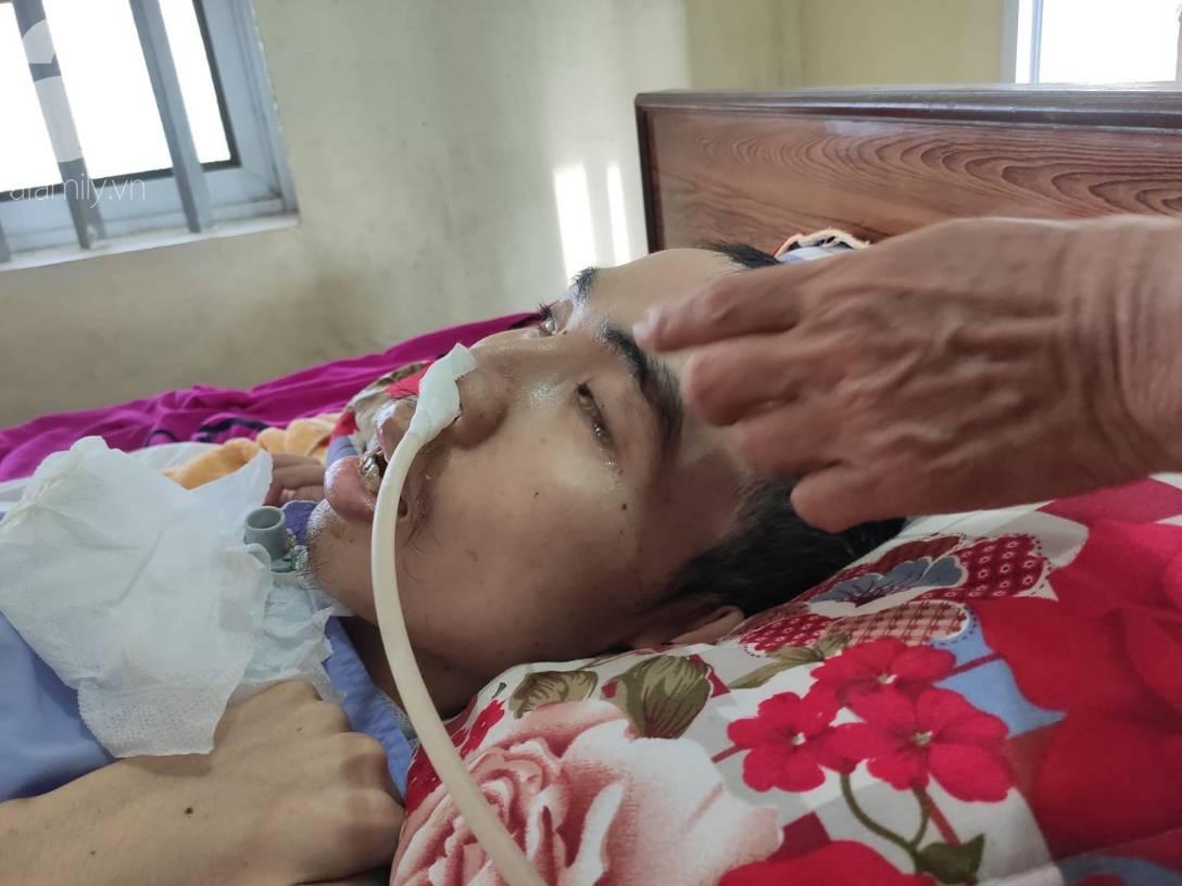 Con trai sắp lấy vợ bị tai nạn nằm một chỗ, người mẹ già ngã quỵ khi tiếp tục biết chồng ung thư mà không đủ tiền chữa-4