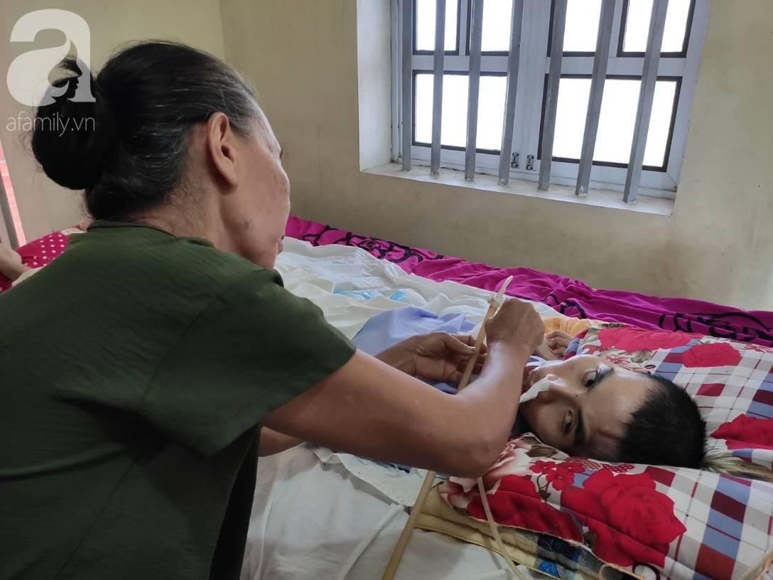 Con trai sắp lấy vợ bị tai nạn nằm một chỗ, người mẹ già ngã quỵ khi tiếp tục biết chồng ung thư mà không đủ tiền chữa-10