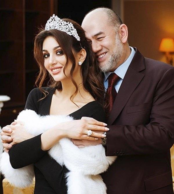 Hoa khôi Nga hớp hồn vua nước bạn, làm hoàng hậu 46 ngày đã khiến chồng thoái vị-2